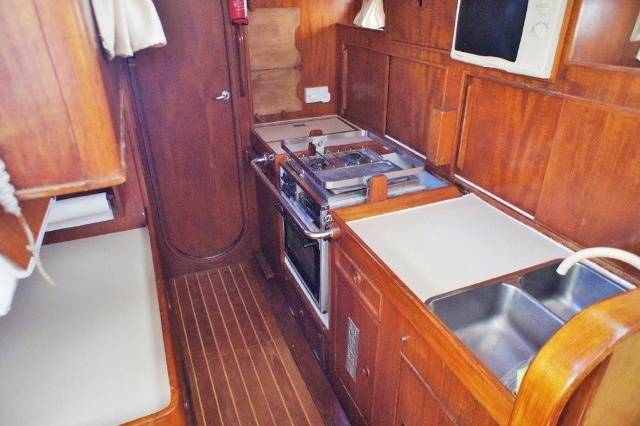 Oyster 435 Ancasta Galley 1 (2) (640x426)