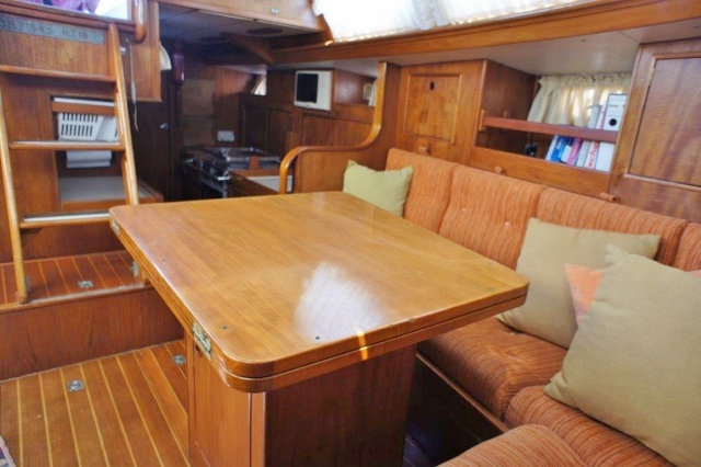 Oyster 435 Ancasta Saloon 1 (640x426)